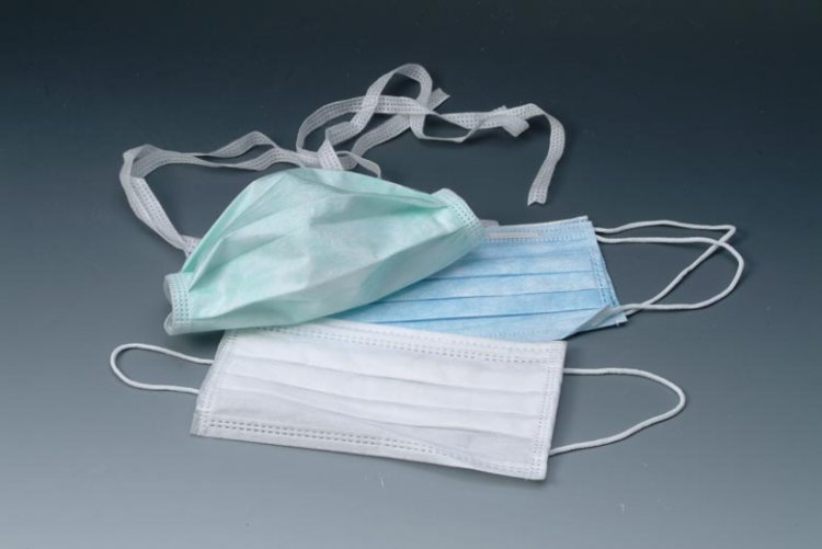 Třívrstvá obličejová maska bílá s komfortními gumičkami. - Leštičky, leštící bloky a pilníky na nehty pro nehtovou modeláž a manikúru Příslušenství
