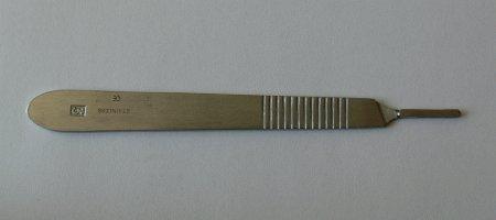 Držátko čepelky číslo 3 - Kleště a nůžky na nehty a kůži pro manikúru a pedikúru, pinzety, pilníky, atd. Skalpelové čepelky karbonové, držátka čepelek