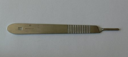 Držátko čepelky číslo 3 - Kleště a nůžky na nehty a kůži pro manikúru a pedikúru, pinzety, pilníky, atd. Skalpelové čepelky nerezové, držátka čepelek