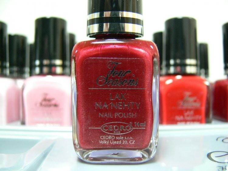 Four Seasons Lak na nehty FS odstín 10 perleťový lak 14 ml